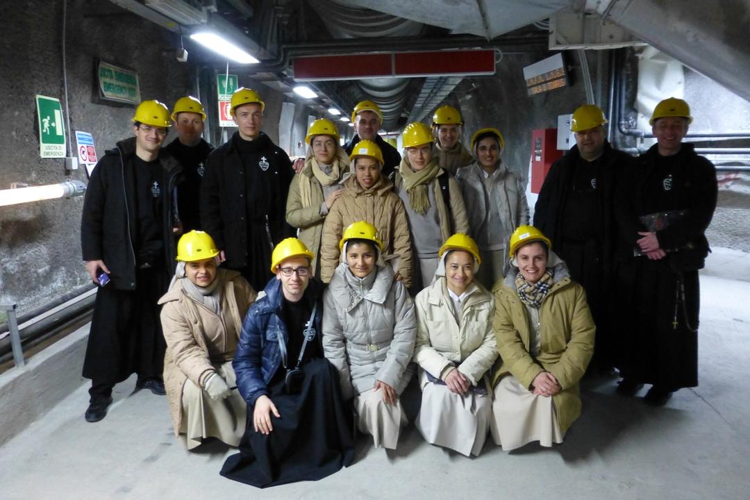 Missionari in visita al laboratorio del gran Sasso